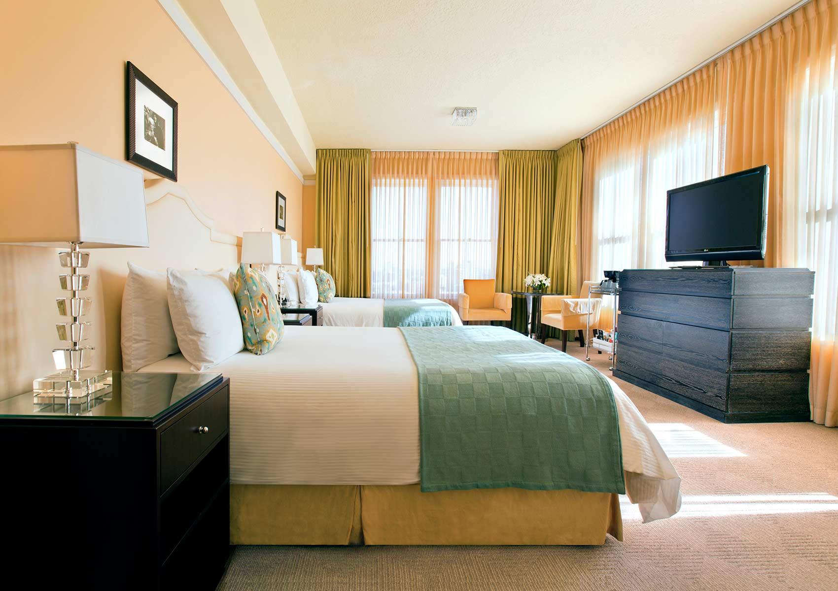 Hotel-deLuxe-Guestroom.jpg