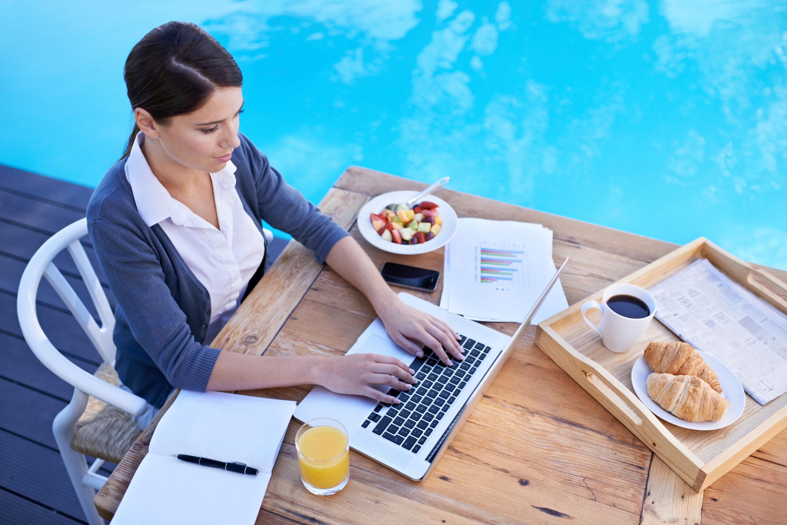 woman-typing-laptop-breakfast-by-pool